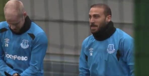 Cenk Tosun Evertonla ilk antrenmanında